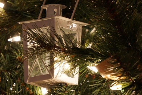Lanterns on a nautical themed Christmas tree
